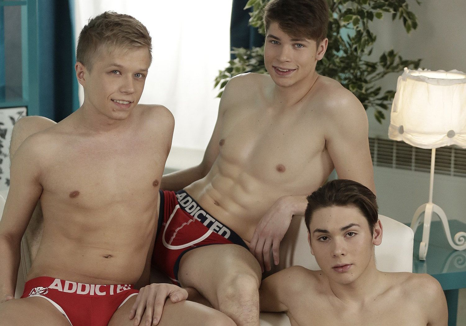 Naughty Gay Hunks Threeway Fuck