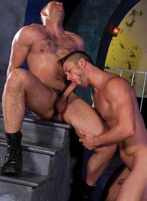 Muscle man Ryan Rose,Derek Atlas,