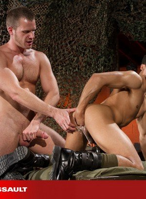 Horny Brian Bonds,Armond Rizzo,