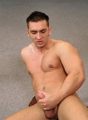 Muscle man Antonio Martinelli,