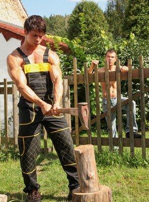Muscle man Ennio Guardi,Mazus,