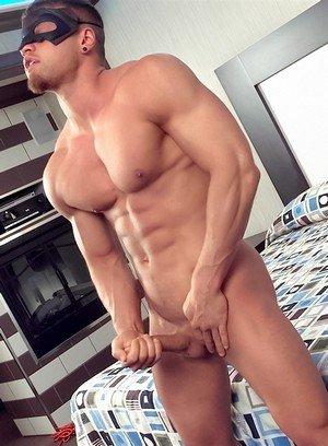 Hot Boy Pascal,Brad,