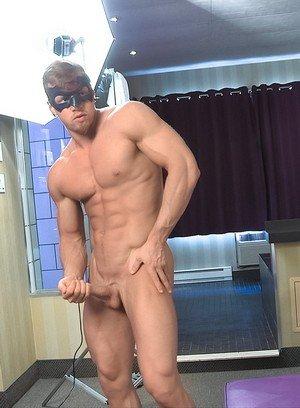 Sporty Hunk Pascal,Brad,