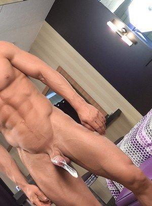 Cocky Boy Pascal,Brad,