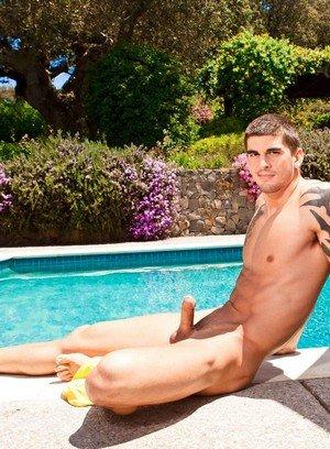 Muscle man Tyler Torro,Dominic Reed,