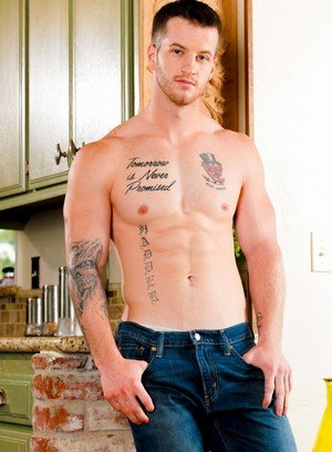 Sexy Guy Quentin Gainz,Luke Milan,