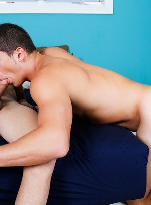 Muscle man Alex Dupre,
