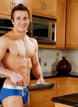 Muscle man Noah Storm,