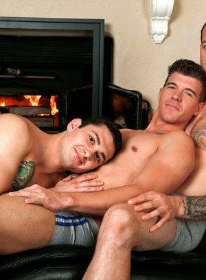 Muscle man Johnny Riley,Mark Long,