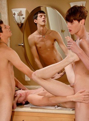 Hunky Gay Mike King,Elijah White,Cody Cachet,