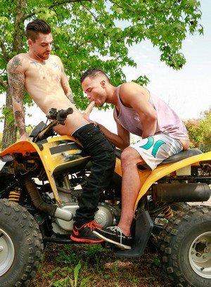 Muscle man Johnny Torque,Javier Cruz,
