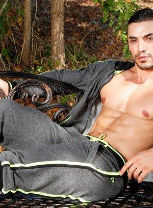 Sexy Dude Arad,