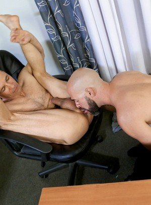 Muscle man Rodney Steele,Damon Andros,