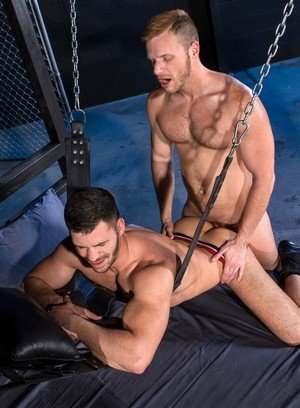 Sporty Hunk Brian Bonds,Brogan Reed,