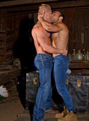 Wild Gay Dorian Ferro,