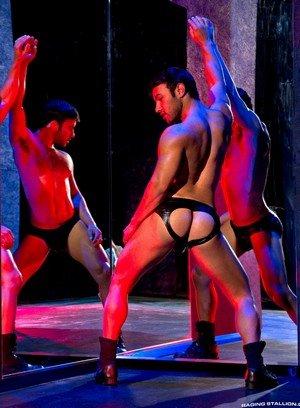 Sexy Guy Dorian Ferro,Sean Zevran,