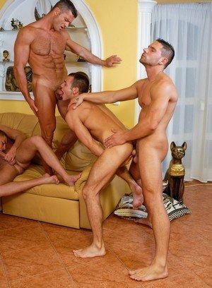 Muscle man Rick Bauer,Joshua Rodgers,Steve Hunt,Enrico Belaggio,