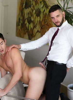 Seductive Man Liam Aries,