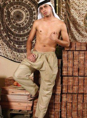 Horny Gay Jalal Aldin,