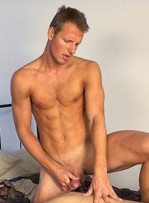 Good Looking Guy Robin Madlec,Roman Valej,