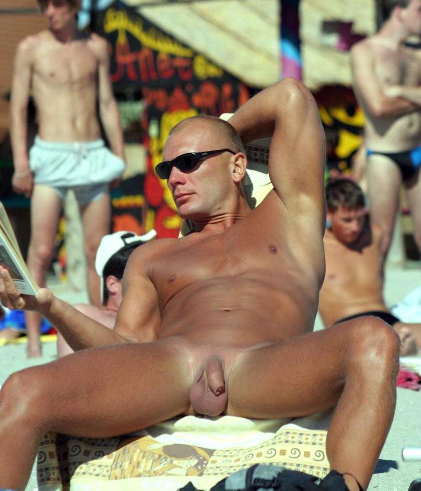 Мужчины с голым пенисом на пляже, голые русские парни фото видео