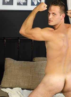 Hunky Gay Niko Molen,