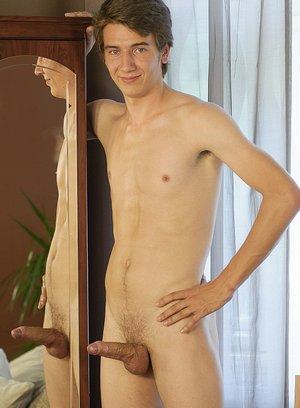 Seductive Man Miro Lonar,