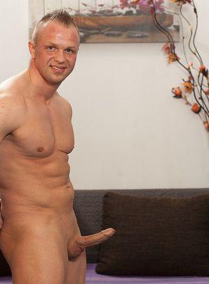 Sexy Guy Tomas Polony,
