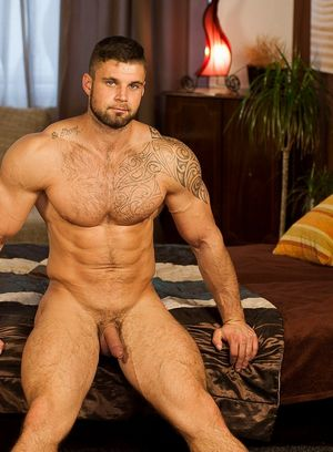 Naked Gay Leo Lombar,