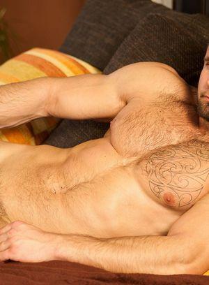 Hunky Gay Leo Lombar,