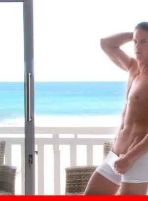 Hot Guy Yuri Alpatow,