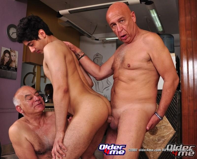 Old Man Fours To Sex Little Girl Porn Pics