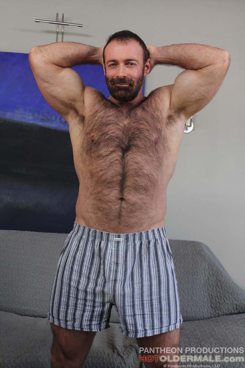 Brad kalvo hairy