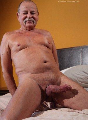 Big Cock Gay Porn - Guys with Monster Dicks -