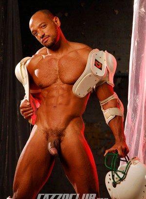 Hunky Gay Axel Ryder,
