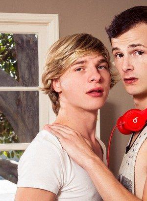 Cute Gay Jasper Robinson,Jessie Montgomery,