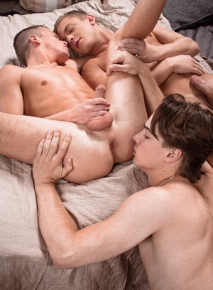 Sporty Hunk Ian Levine,Brad Chase,Justin Owen,