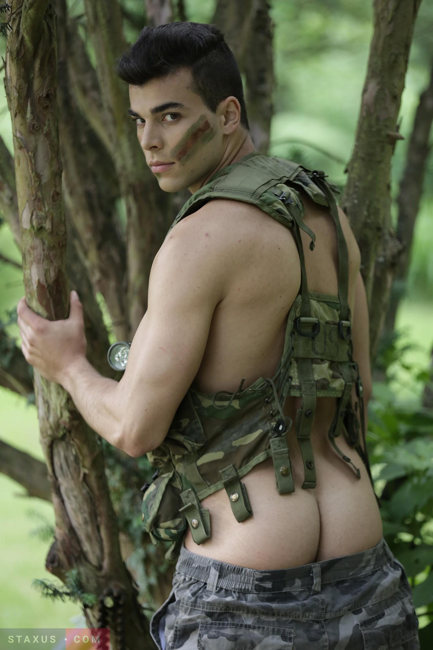Обнаженный Солдат Смотреть Онлайн