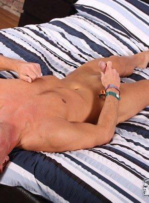Hunky Gay Ryan Bidson,