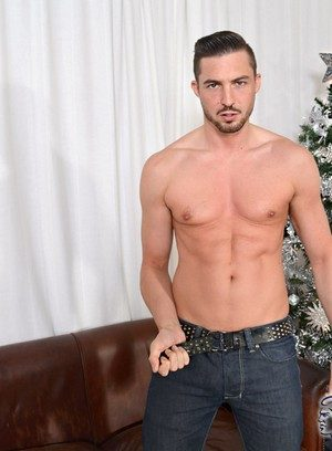 Sexy Dude Sam Barclay,