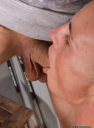 Muscle man Ryan Bidson,Deacon Hunter,