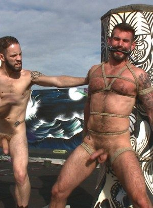 Muscle man Wolf Hudson,Chris Harder,