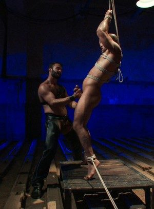 Muscle man Wilfried Knight,Leo Forte,