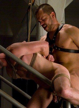 Naked Gay Kain Warn,