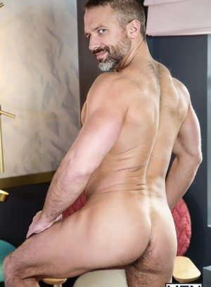 Muscle man Alex Mecum,Dirk Caber,