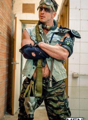 Sexy Dude Hector De Silva,