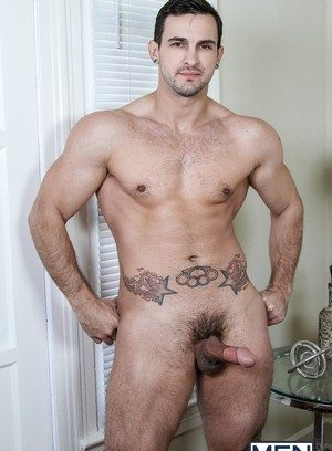 Muscle man Landon Mycles,Phenix Saint,