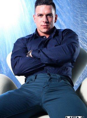 Hot Guy Riley Coxx,