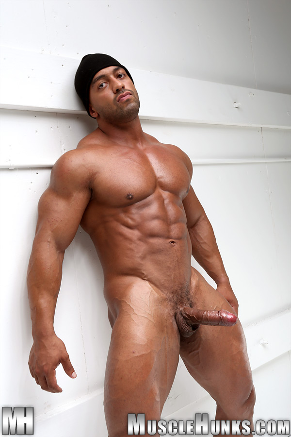 Free gallery hunk muscle naked picture