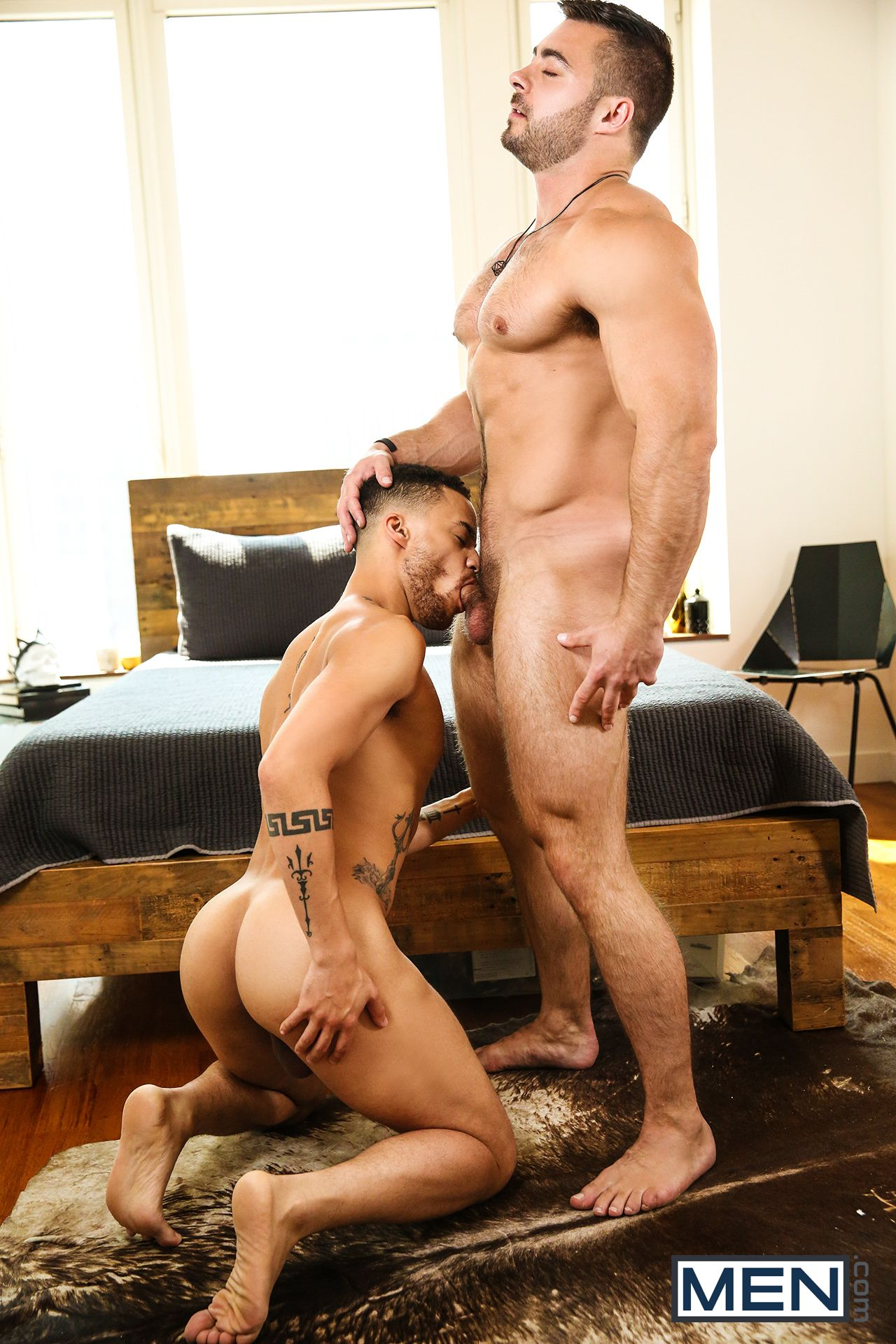 Check out this str8 muscular stud shoot that cum!